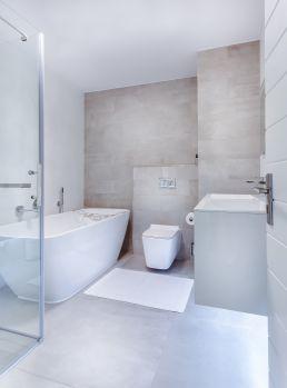 Exemple d'une rénovation de salle de bain moderne.