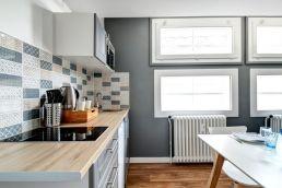 Rénovation de la cuisine d'un Airbnb.