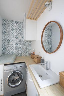 Pose d'un carrelage imitation carreaux de ciment dans cette salle d'eau toulousaine, par Tholus