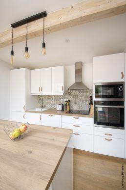 Le bois à l'honneur dans cette spacieuse cuisine rénovée à Toulouse, par Tholus